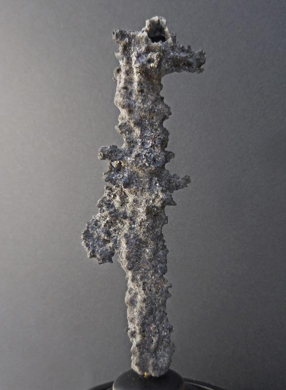 FULGURITE (sable vitrifié par la foudre) SOUS GLOBE VERRE